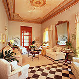 The hotel earned a wide reputation for charm, style, comfort and exceptional service