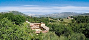Terre Gialle has excellent facilities including a swimming pool with a whirlpool, a tennis court and bowling green